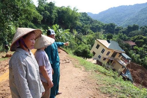xây nhà trên vùng đất nghiêng và thấp